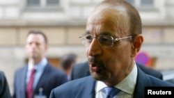 خالد الفلاح، وزیر نفت عربستان می گوید: ماه آینده در الجزایر با وزرای نفت اوپک درباره تثبیت بازار نفت گفتوگو میکند