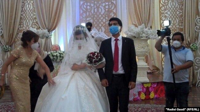 Церемония бракосочетания в период пандемии. Таджикистан.