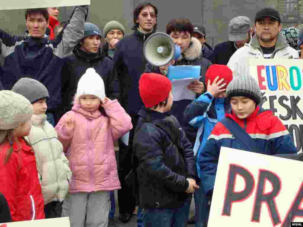 Казахские беженцы предъявили властям Чехии политические требования - В Чехии три года назад неожиданно объявились десятки семей из Западного Казахстана и Алматы. Они преследовались за свои религиозные взгляды, бежали в 2006 году.