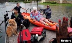 Волонтери долучилися до рятувальної операції