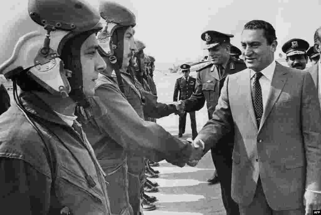 Мубарак зустрічається з пілотами