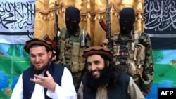 FILE: Tehrik-e Taliban Pakistan (TTP) spokesman Ehsanullah Ehsan (L) and one of the group's leaders Adnan Rasheed during a press conference in 2013.