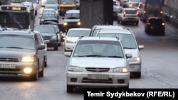 На одной из транспортных развязок в Бишкеке. Архивное фото.