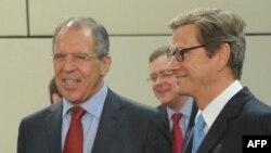 Sergei Lavrov dhe Guido Vestervelle në një takim të tyre të mëparshëm