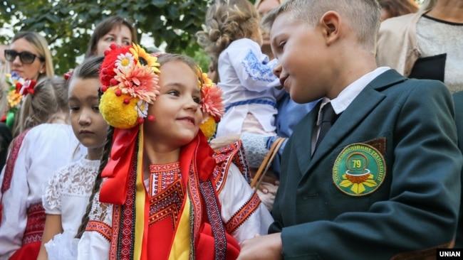 Святкування Дня знань в одній зі шкіл Києва, 1 вересня 2016 року (ілюстраційне фото)