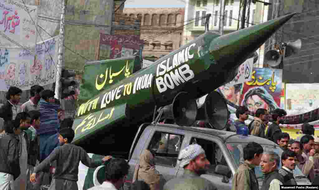 A demonstration in Pakistan in 1998. That year, both India and Pakistan acquired nuclear weapons, further raising the stakes in the ongoing dispute over Kashmir.