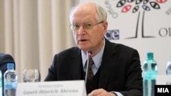 Aмбасадорот Герт-Хајнрих Аренс, шеф на ограничената мисија за набљудувачи на изборите на ОБСЕ/ОДИХР.