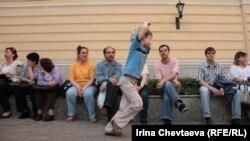 Люди из общежитий у мэрии Москвы
