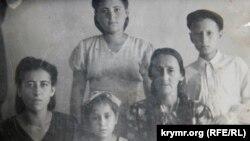 Зумрие Мухтарова вместе с родными