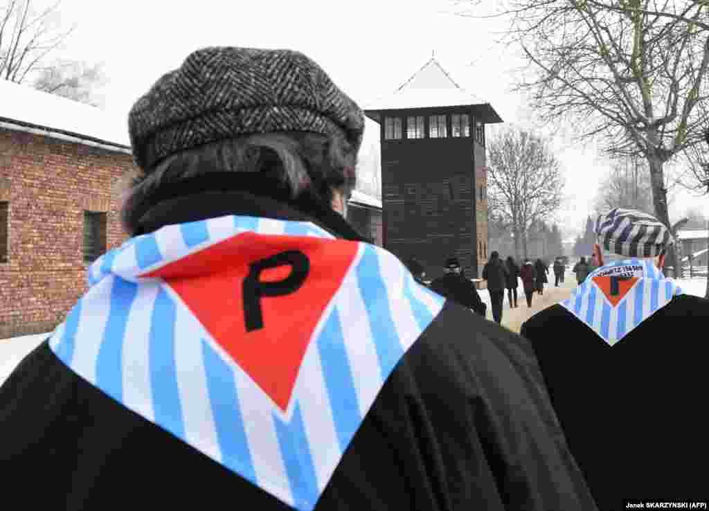روز یکشنبه مراسم ۷۴مین سالگرد آزادسازی اردوگاه آلمان نازی در لهستان، آشویتز-بیرکناو، در اردوگاههای ساختهشده در شهر اشوینچیم، جنوب لهستان، برگزار شد.