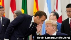 Emanuel Makron i Donald Tramp, predsednici Francuske i SAD, tokom samita G20 u Osaki, jun 2019.