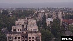 Дома в Сухуме несут на себе следы войны