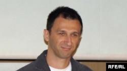 "RFE/RL Reporter Milos Teodorovic receives an award for his film, ""Heated Blood."" (Belgrade, 04May2009)"
