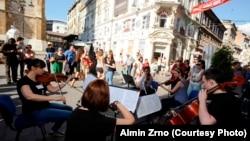Učesnici Chamber Music Festivala muziciraju u centru Sarajeva, 2014.