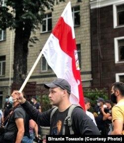Ян Мельников під час акції біля посольства Білорусі в Україні. Київ, 10 серпня 2020 року