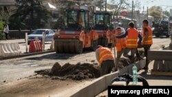 Успеть к концу осени: ремонтный коллапс на дорогах Симферополя (фотогалерея)