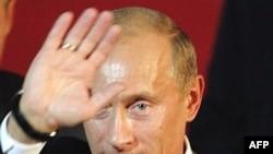 در گذشته نیز مقامات روسی دست کم دو بار از طرح های شکست خورده برای ترور آقای پوتین در سفرهای خارجی، گزارش داده اند.