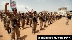 Rebelët huthi në Jemen një vit më parë.