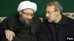 علی لاریجانی (راست) رییس مجلس شورای اسلامی همراه با برادرش صادق لاریجانی.