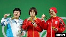 Церемония награждения победительниц состязаний среди женщин в весовой категории до 69 килограммов. Жазира Жаппаркул — первая слева. Рио-де-Жанейро, 10 августа 2016 года.