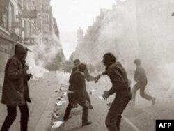Столкновения протестующих с полицией, Париж, улица Сен-Жак, май 1968 года