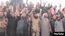 Скриншот видео из Сети, в котором, как утверждается, звучат призывы присоединиться к экстремистской группировке. Иллюстративное фото.
