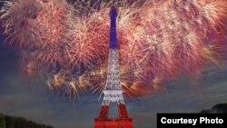 Салют в Париже в День взятия Бастилии