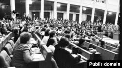 Авальная заля, 1991. Фота Ул. Сапагова