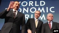 Азербайжандын президенти Илхам Алиев, Түркиянын өкмөт башчысы Режеп Тайып Эрдоган жана Армениянын тышкы иштер министри Эдвард Налбандян