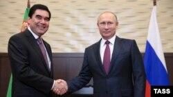 Türkmenistanyň prezidenti Gurbanguly Berdimuhamedow we Russiýanyň prezidenti Wladimir Putin.