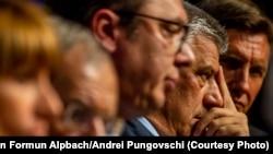 Profilet e presidentëve Hashim Thaçi e Aleksandar Vuçiq, në Alpbach, Austri.