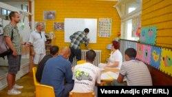 Izbeglice iz Sirije u azilantskom centru u Srbiji