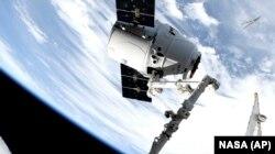 فضاپیمای اسپیسایکس در ایستگاه بینالمللی فضایی