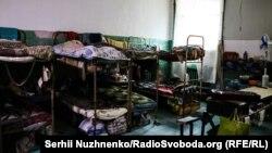 Камера в Київському слідчому ізоляторі, розрахована на 18 ув'язнених