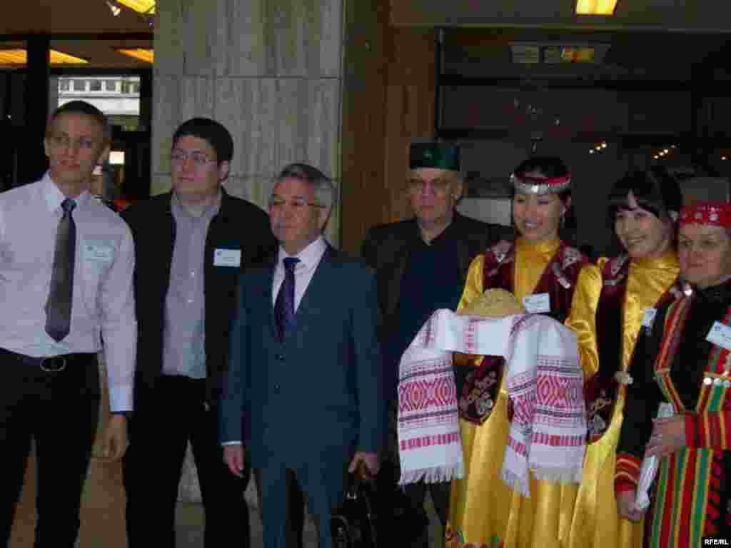 Килгән кунаклар һәм министр Илдус Илишев
