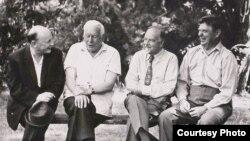 Аркадзь Куляшоў, Міхась Лынькоў, Віталь Вольскі, Максім Танк. 1969 г. З асабістага фонду М. Танка ў БДАМЛМ