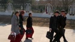 Türkmen studentlerinden öýlerine uçarda, otluda ýa-da awtobusda gitmek talap edilýär