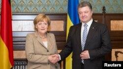 Канцлер ФРН Ангела Меркель та президент України Петро Порошенко, архівне фото