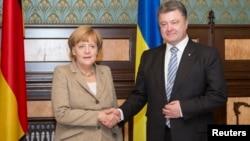 Angela Merkel və Petro Poroshenko