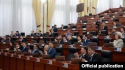 В Жогорку Кенеше (парламенте) Кыргызстана.