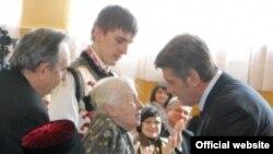 Президент Віктор Ющенко під час вручення державних нагород