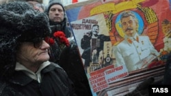 Ռուսաստանի կոմունիստները եւ Ստալինի հետեւորդները նրան նվիրված միջոցառում են անցկացնում Մոսկվայում, արխիվ