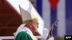 Папа Франциск служит мессу на площади Революции в Гаване. 20 сентября