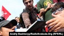 Ліві активісти протестують проти комерціалізації української освіти на Софійській площі у Києві, 22 вересня 2011 року