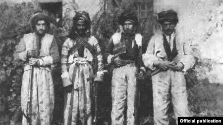 بر پایه متن کتاب، عکس از «جنگجویان کرد» است