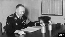 هیملر در دفتر کار خود، سال ۱۹۳۹