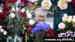 Гадавіну сьмерці Генадзя Бураўкіна адзначылі на Ўсходніх могілках у Менску ФОТА