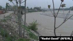 В этом месте Мафтуна бросилась в реку вместе со своим ребенком