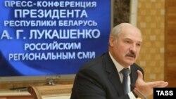 Президент Беларуси Александр Лукашенко во время пресс-конференции для представителей российских региональных СМИ. Минск, 13 октября 2013 года.