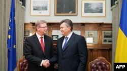 Штефан Фюле і Віктор Янукович під час попередньої зустрічі, Ялта, 20 вересня 2013 року